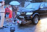 Xe máy chở 2 thiếu nữ lao thẳng vào đầu ô tô