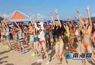Ngắm rừng người đẹp nhảy múa bên bãi biển