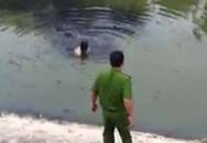 Tận mắt nhìn tên trộm bơi trong nước bẩn sông Tô Lịch