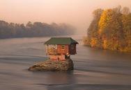 Ngôi nhà tuyệt đẹp nằm cô độc giữa mặt sông