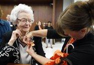 Cụ bà 99 tuổi tốt nghiệp phổ thông