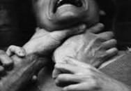 Nghịch tử bất hiếu bóp cổ mẹ đến chết