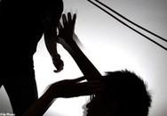 """Đi học muộn, bị giáo viên đánh và gây tổn thương """"vùng kín"""""""