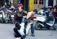 """Nam thanh niên cầm kéo đâm phụ nữ giữa phố cổ Hà Nội bị nghi """"ngáo đá"""""""