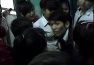 Vụ thầy giáo tát học sinh: Xôn xao clip học sinh khóc lóc giữ thầy ở lại