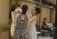 Andrea bị chụp lén ảnh thay đồ giống Trang Nhung