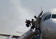 182 người thoát chết khi máy bay bốc cháy