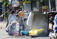 Vợ khóc ngất bên xác chồng bị xe rác đè chết