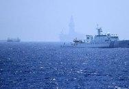 Tàu cá vỏ sắt Trung Quốc hung hăng bảo vệ giàn khoan trái phép