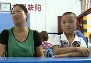 Hạnh phúc ngày đến trường của bé trai bị móc mắt chấn động Trung Quốc