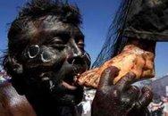 """Papua New Guinea: nạn """"thầy mo"""" bị săn để làm món """"thịt heo dài"""""""