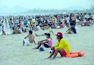 Đà Nẵng: Dân đổ ra biển vì nắng nóng