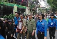 Đông đảo quân, dân Hà Nội xếp hàng chờ đến giờ viếng Đại tướng
