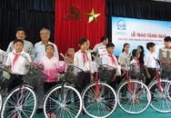 Gần 800 suất quà đến với học sinh, sinh viên nghèo vượt khó