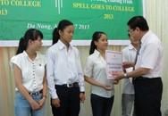 Trao học bổng cho 47 tân sinh viên nghèo vượt khó