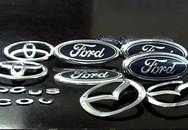 Ô tô đắt tiền bị cạy lấy logo