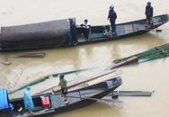 Bắt gỗ lậu trên sông