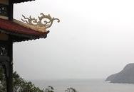 Bất chấp mưa bão, dòng người vẫn đến thắp hương cho Đại tướng Võ Nguyên Giáp