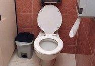 Bà mẹ mất con vì đẻ rơi xuống bệ xí trong lúc đi vệ sinh