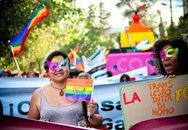 Hàng trăm người bị cưỡng hiếp để... chữa đồng tính