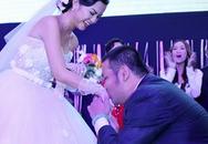 Quang Huy quỳ gối trao nhẫn cưới Quỳnh Anh