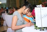 Bế con đi thi Vietnam's Next Top Model