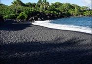 Ấn tượng bãi biển có cát màu đen