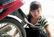 Kiều nữ 9X làm nghề vá xe ven đường