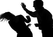 Cô giáo bị chồng đánh ngất xỉu ngay trên bục giảng