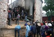 Sập mái nhà thờ khiến 2 người chết