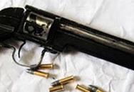 Dùng súng tự sát khi đang nằm với vợ