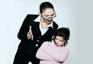 Bố mẹ sửng sốt khi bà nội dạy cháu chửi thề