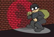 Bị bắt vì trộm thành công nhưng tiếc cái áo để quên quay lại lấy