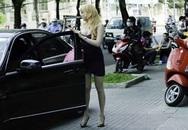 Phi Thanh Vân lái xe bạc tỷ đi tiêm trắng da