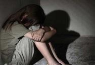 Đang hiếp dâm bạn gái 15 tuổi thì bị hàng xóm phát hiện