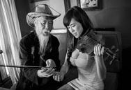 Hotgirl Mai Thỏ nối gót 'Bà Tưng' tung ảnh khoe ngực ngồn ngộn bên cụ ông dạy nhạc