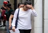 Phản cảm cảnh reo hò xin chữ ký sao trong tang lễ ca sĩ Wanbi Tuấn Anh