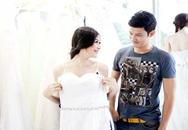 Huy Khánh vui vẻ giúp vợ chọn mẫu áo cưới đẹp nhất