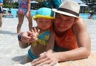 Huy Khánh khoe con gái đáng yêu với bikini