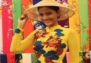 Trương Thị May chọn trang phục đến Miss Universe