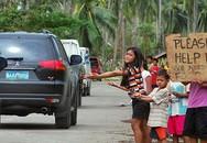 Rớt nước mắt trước số phận những em bé đói khát nơi tâm bão đi qua
