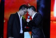 Cao Thái Sơn khiến khán giả 'nổi da gà' khi chụm đầu ôm eo 'bạn trai' trên sân khấu