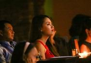 Bạn gái 9X lặng lẽ cổ vũ Lê Hiếu trong đêm sinh nhật