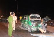 Vinh:  Mercedes đâm đối đầu xe taxi