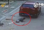Bé 6 tuổi thoát chết kỳ diệu khi xe ô tô cán qua người