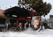 """Trạm xăng - những """"quả bom"""" trong thành phố"""