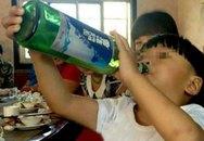 Sốc với bé trai 2 tuổi uống rượu bia thay sữa