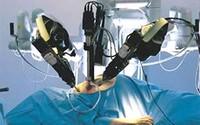 Bệnh nhân nhẹ cân nhất được thực hiện mổ nội soi bằng rô-bốt