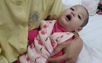 Ám ảnh cảnh bé 23 tháng tuổi chưa biết ngồi vì mắc bệnh hiếm