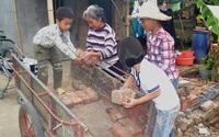 Cám cảnh bà lão 70 tuổi dắt 3 cháu nội mồ côi đi ăn xin